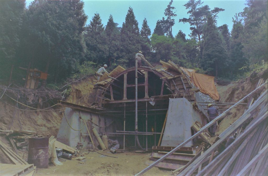 1972 年(昭和47)青葉トンネル整備工事